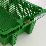 Caja verde perforada con etiqueta rfid